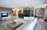 Moderné  obývačky s kuchyňou na mieru