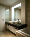 Luxusný kúpeľňový nábytok biely na mieru