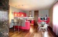 Farebná kuchyňa lesklá na mieru ako zdroj inšpirácie. Nebojte sa farieb!