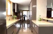 Moderné kuchyne farba kapučína, s vysokým leskom