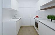 Luxusná kuchyňa biela lesklá s drevom
