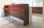 Kuchyne do tvaru U s barom na mieru