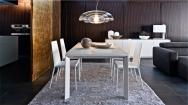 Kovové  stoličky biele do jedálne