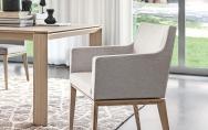 Pohodlné moderné kreslo do kuchyne sivé látkové, drevené