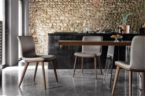 Jedálenské stoličky a stoly